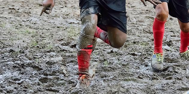 Fútbol extremo en lodo
